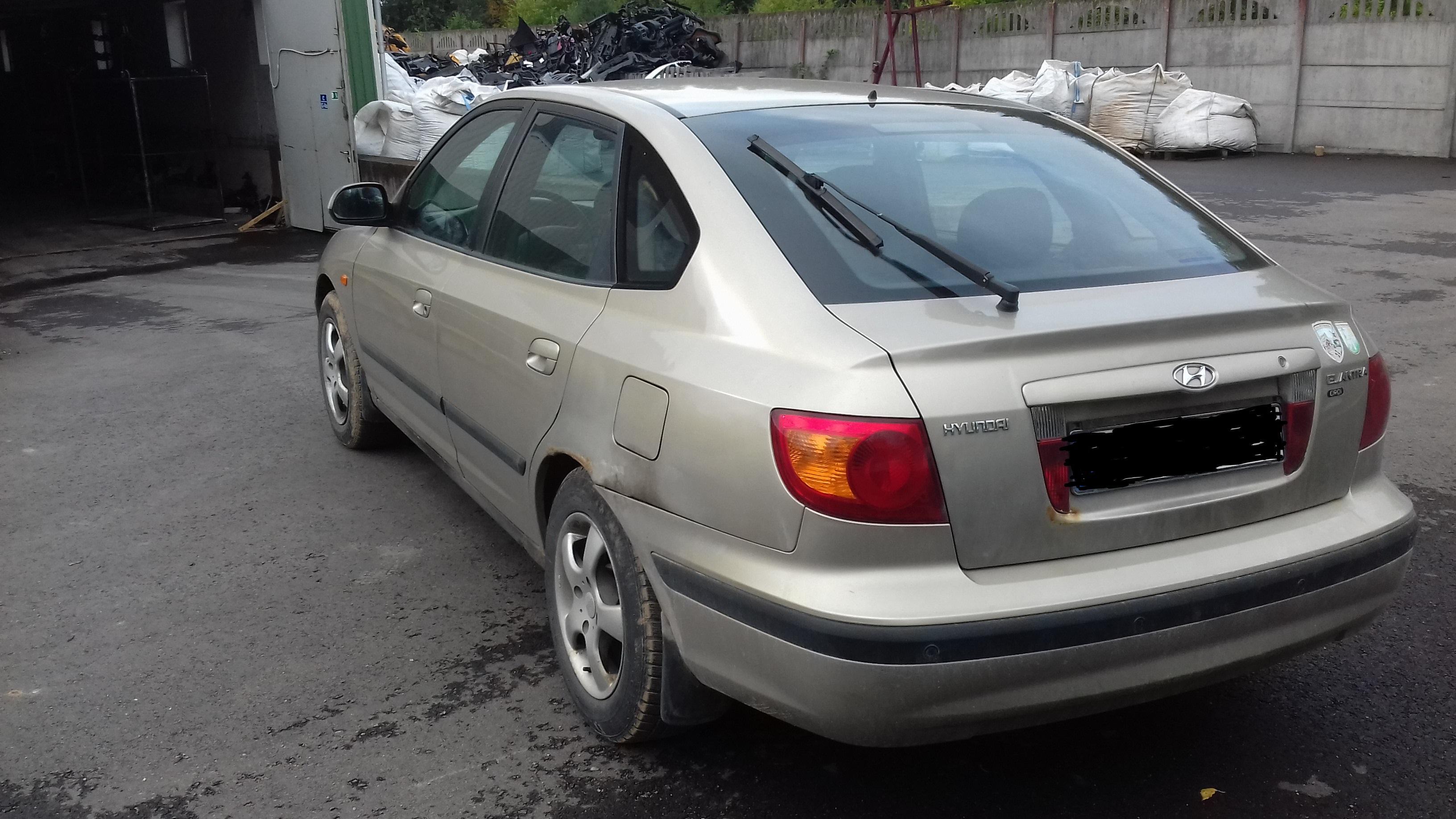 Naudotos automobiliu dallys Foto 3 Hyundai ELANTRA 2002 2.0 Mechaninė Hečbekas 4/5 d. Pilka 2019-9-20 A4776