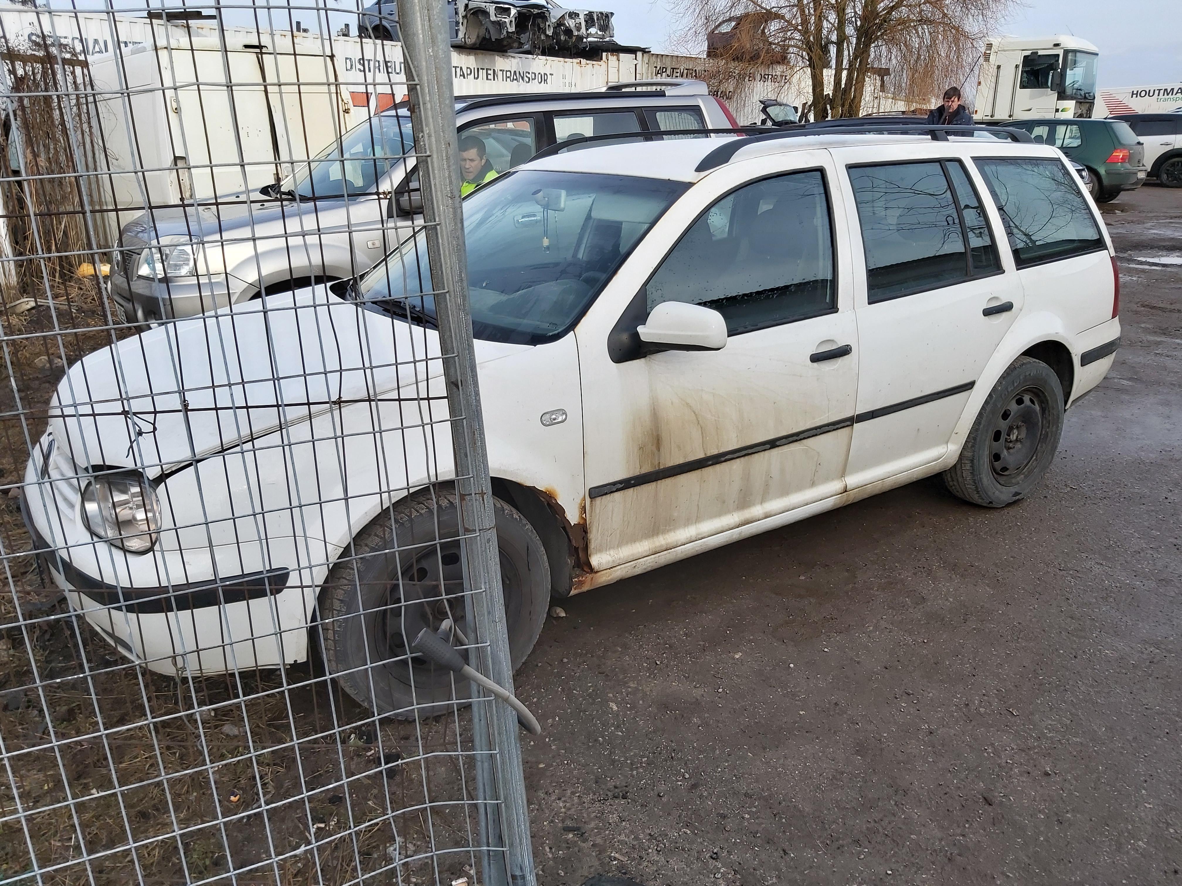 Подержанные Автозапчасти Foto 4 Volkswagen GOLF 2000 1.9 машиностроение универсал 4/5 d. белый 2020-2-14 A5072