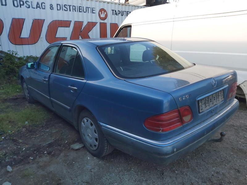 Naudotos automobiliu dallys Foto 8 Mercedes-Benz E-CLASS 1996 2.9 Automatinė Sedanas 4/5 d. Melyna 2020-10-07 A5723
