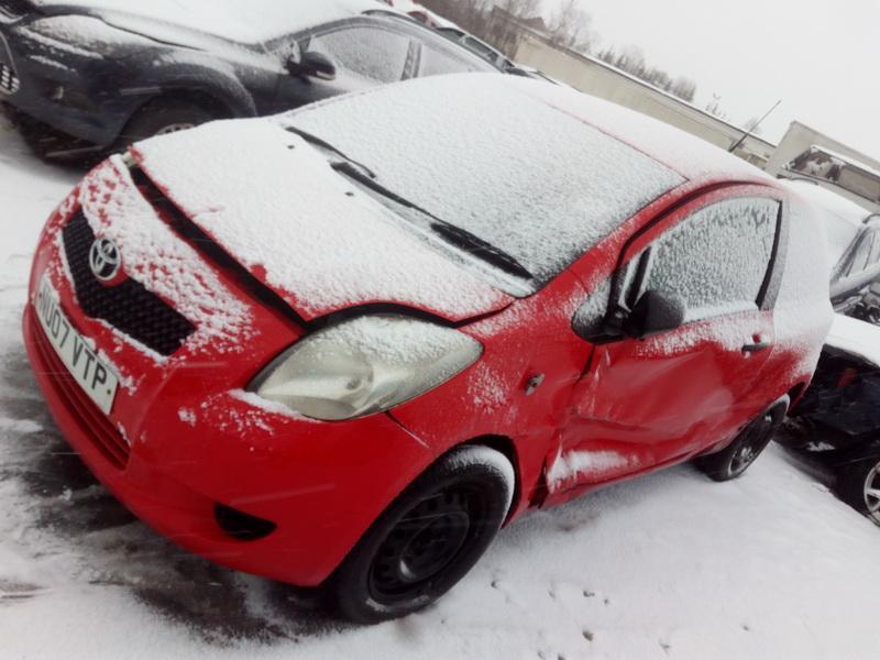 Naudotos automobiliu dallys Foto 3 Toyota YARIS 2007 1.0 Mechaninė Hečbekas 2/3 d. Raudona 2018-2-01 A3612
