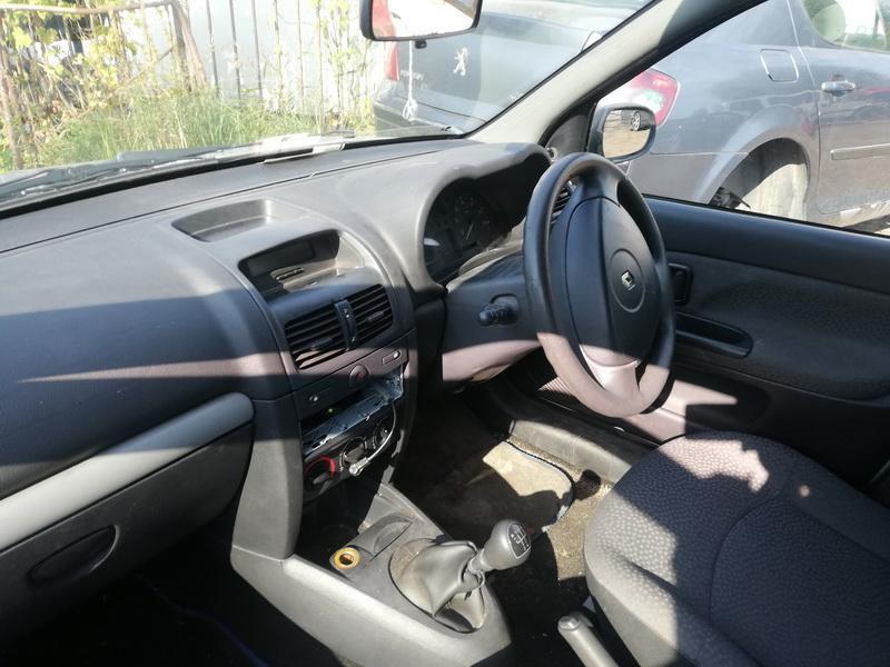 Naudotos automobiliu dallys Foto 7 Renault CLIO 2003 1.1 Mechaninė Hečbekas 4/5 d. Sidabrine 2019-9-09 A4739