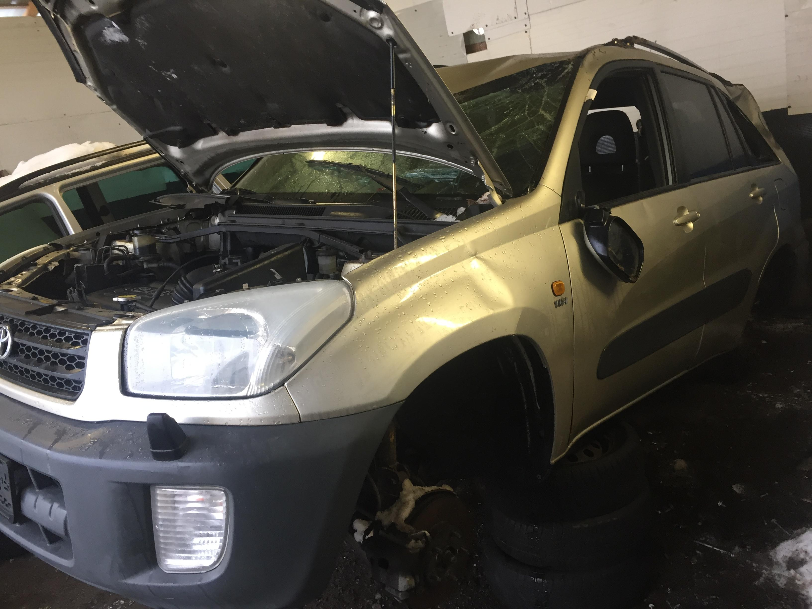 Naudotos automobiliu dallys Foto 3 Toyota RAV-4 2002 1.8 Mechaninė Visureigis 4/5 d. Ruda 2019-1-17 A4261