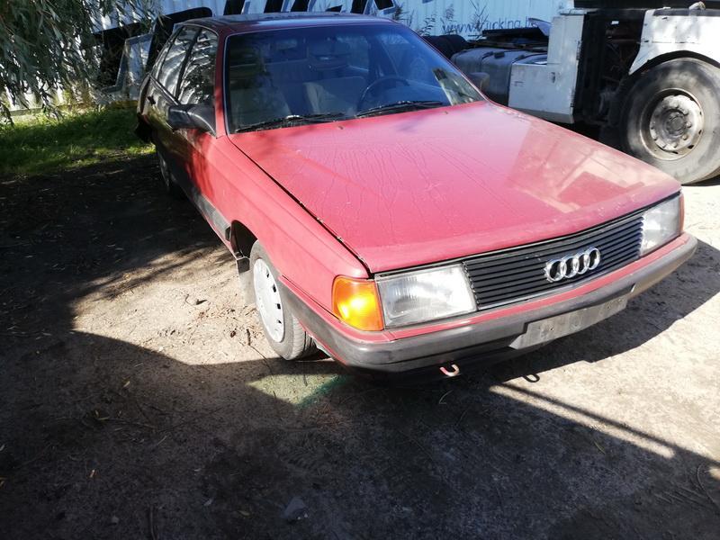 Naudotos automobiliu dallys Foto 2 Audi 100 1984 1.8 Mechaninė Sedanas 4/5 d. Raudona 2019-9-27 A4791