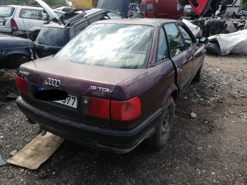 Naudotos automobiliu dallys Foto 9 Audi 80 1992 1.9 Mechaninė Sedanas 4/5 d. Raudona 2019-8-09 A4698