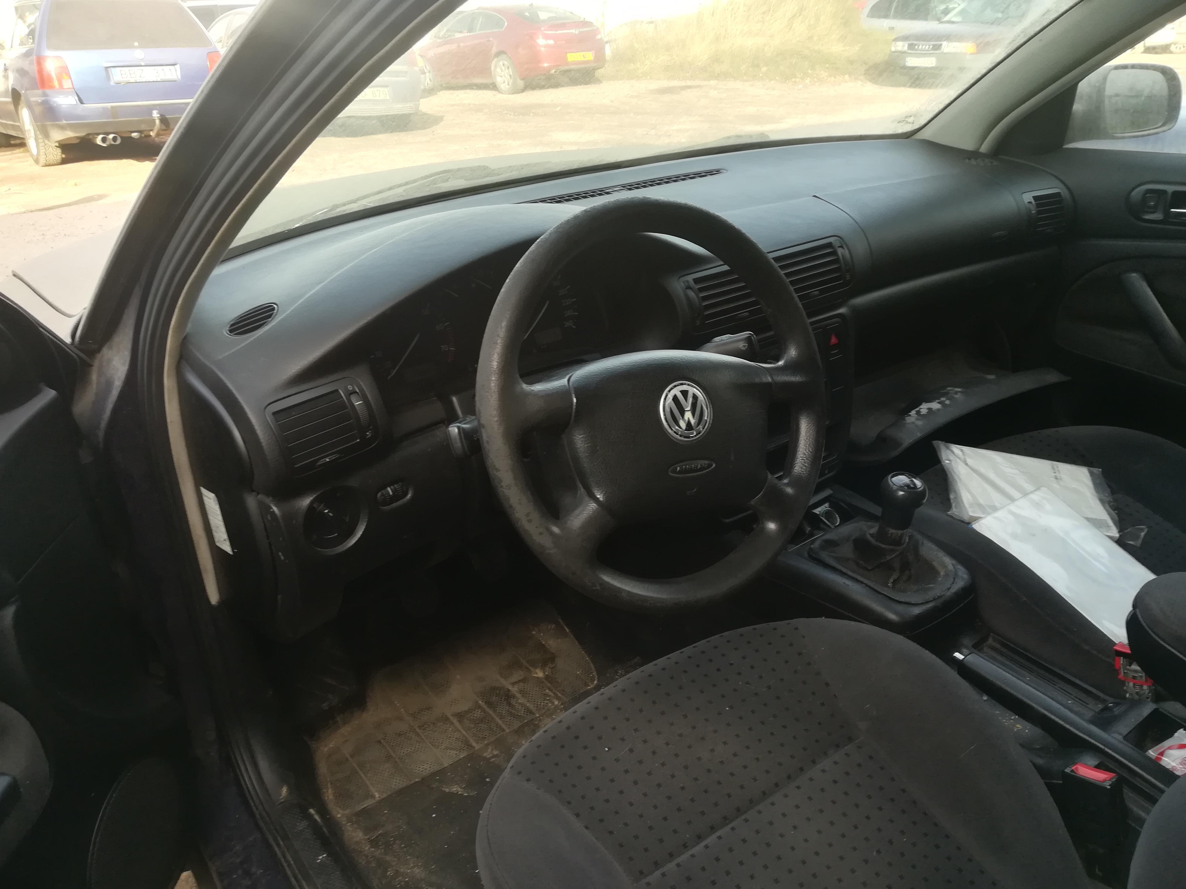 Подержанные Автозапчасти Volkswagen PASSAT 1997 1.8 машиностроение универсал 4/5 d. синий 2019-10-24