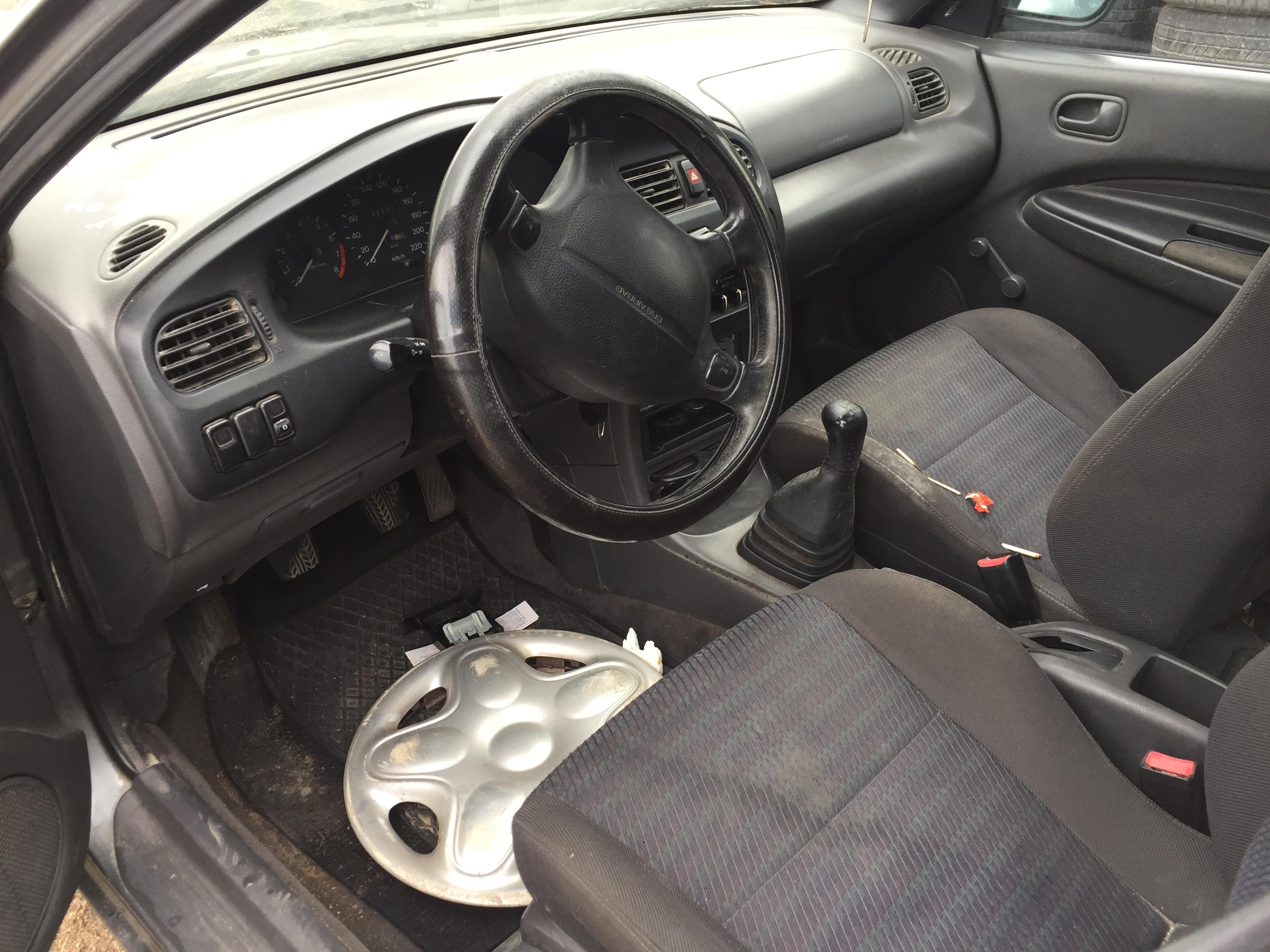 Naudotos automobiliu dallys Foto 5 Mazda 323 1994 1.5 Mechaninė Hečbekas 4/5 d. Pilka 2018-5-15 A3755