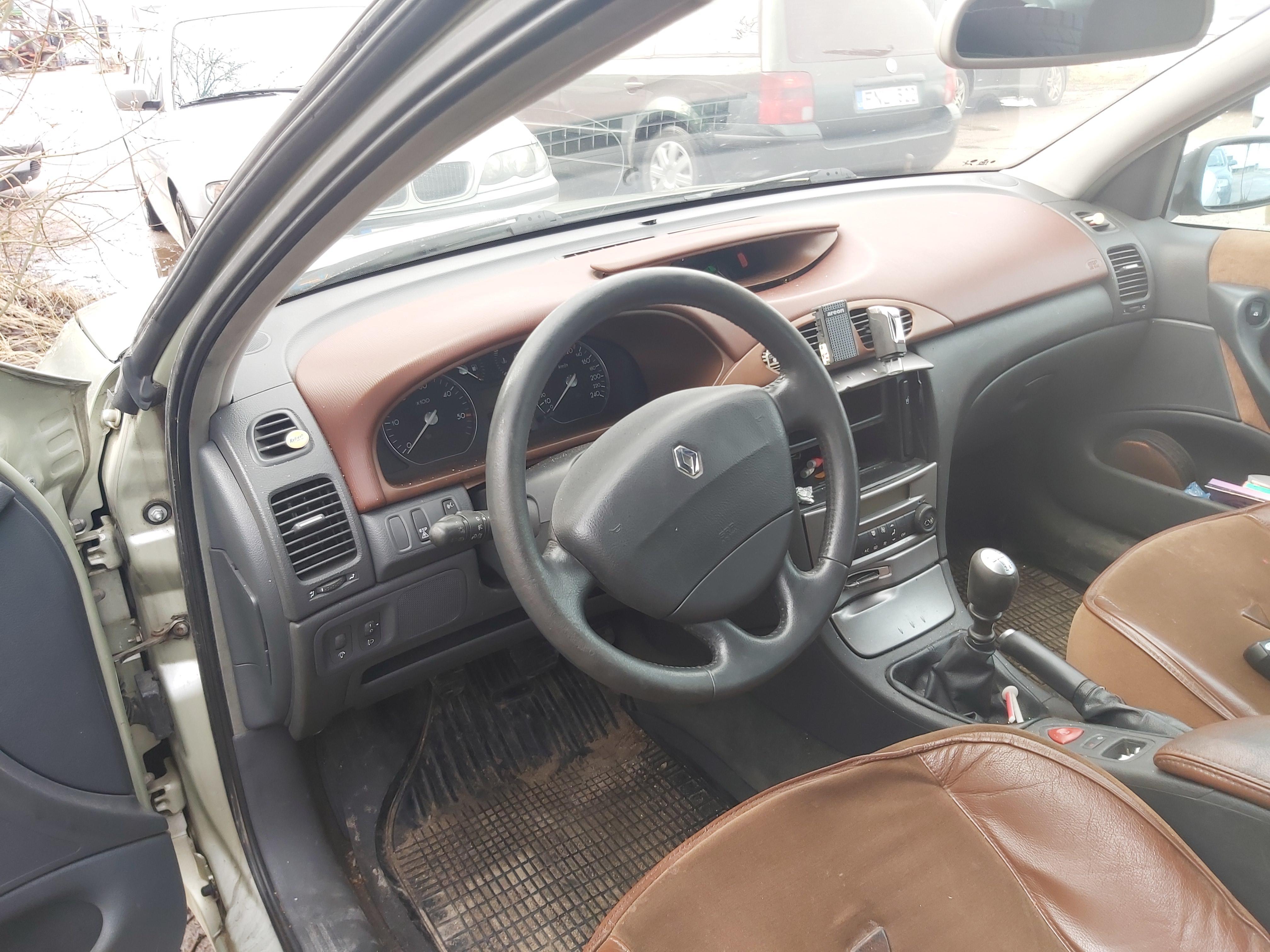 Подержанные Автозапчасти Renault LAGUNA 2001 1.9 машиностроение хэтчбэк 4/5 d. зеленый 2020-3-05