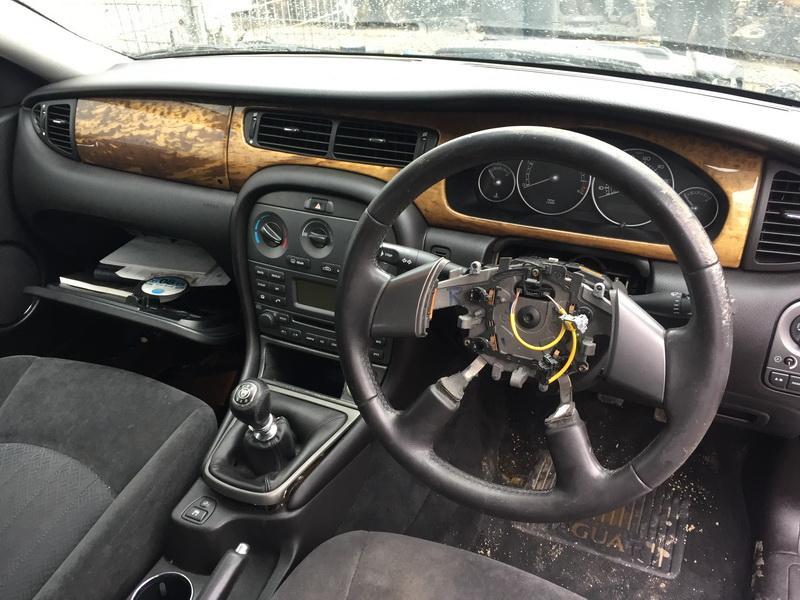 Подержанные Автозапчасти Jaguar X-TYPE 2004 2.0 машиностроение универсал 4/5 d. синий 2019-3-05