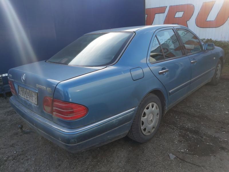 Naudotos automobiliu dallys Foto 9 Mercedes-Benz E-CLASS 1996 2.9 Automatinė Sedanas 4/5 d. Melyna 2020-10-07 A5723