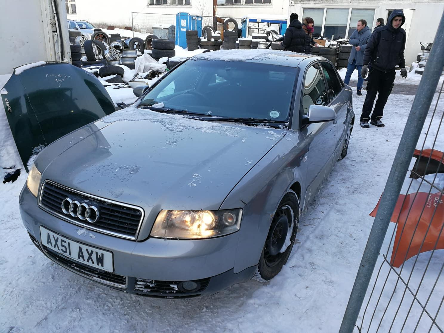 Подержанные Автозапчасти Foto 3 Audi A4 2001 1.9 машиностроение седан 4/5 d. серебро 2018-3-02 A3652