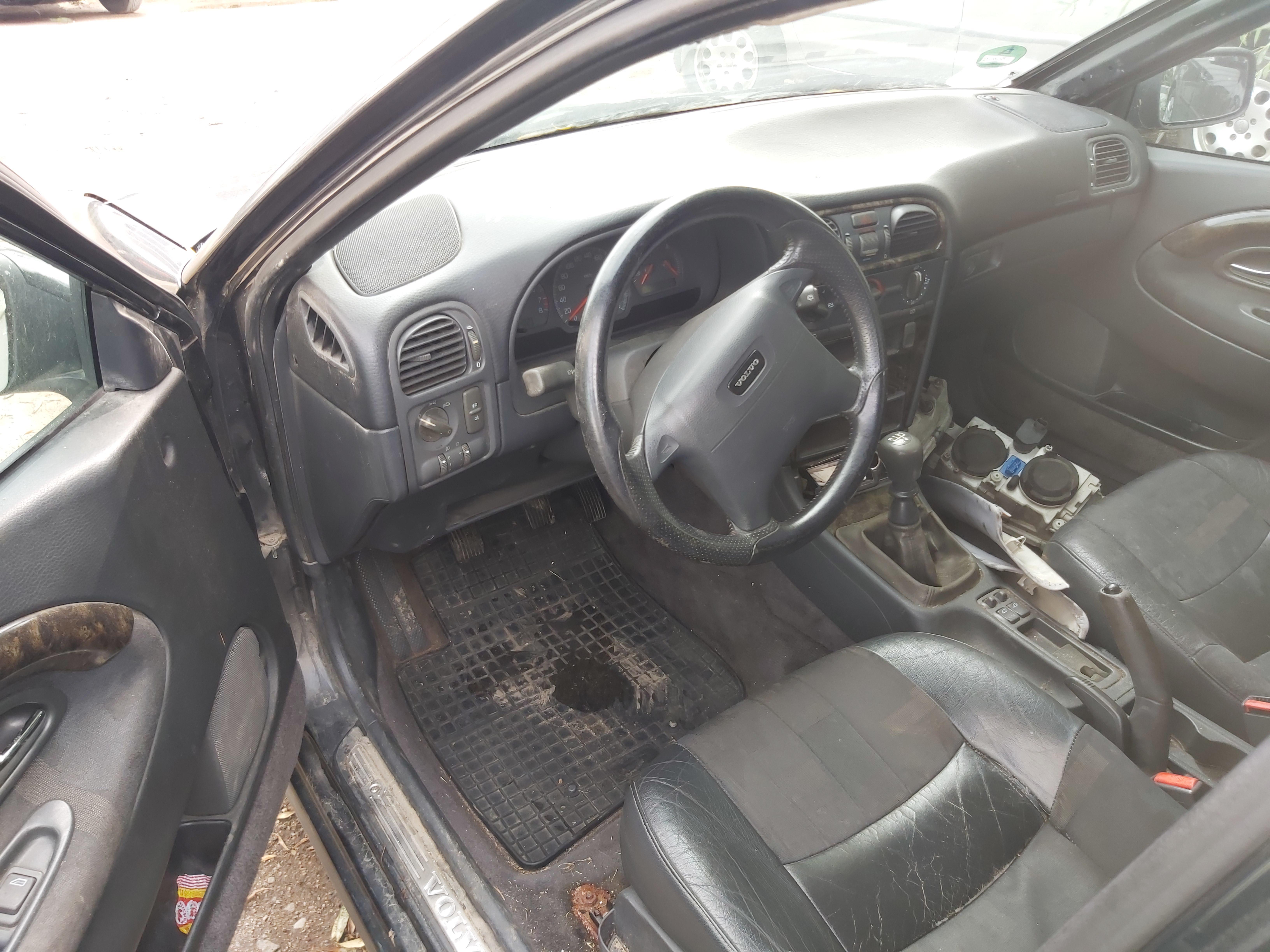Naudotos automobilio dalys Volvo V40 1999 1.8 Mechaninė Universalas 4/5 d. Juoda 2020-8-25