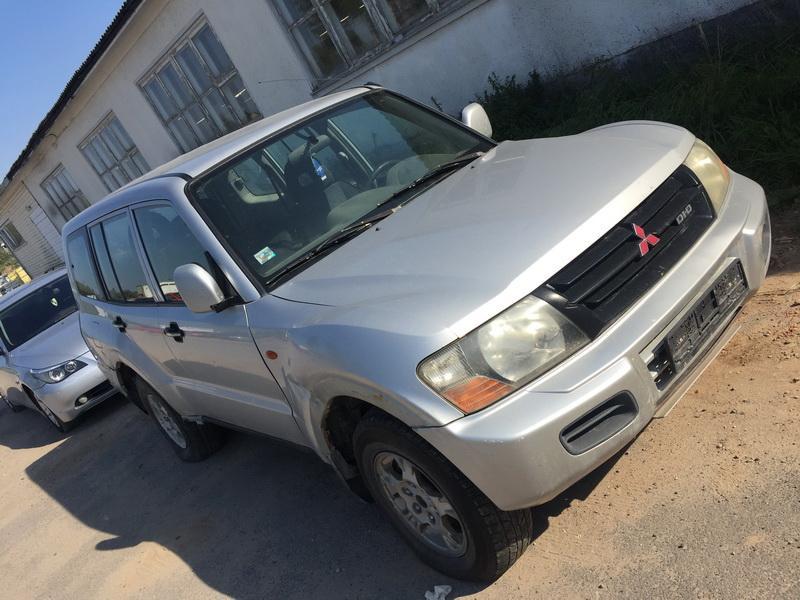 Naudotos automobiliu dallys Foto 2 Mitsubishi PAJERO 2001 3.2 Mechaninė Visureigis 4/5 d. Sidabrine 2018-9-19 A4089