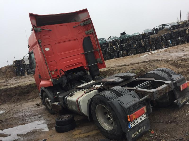 Used Car Parts Truck - Renault PREMIUM 2001 11.1 Mechanical Vilkikas 2/3 d. Red 2018-12-11