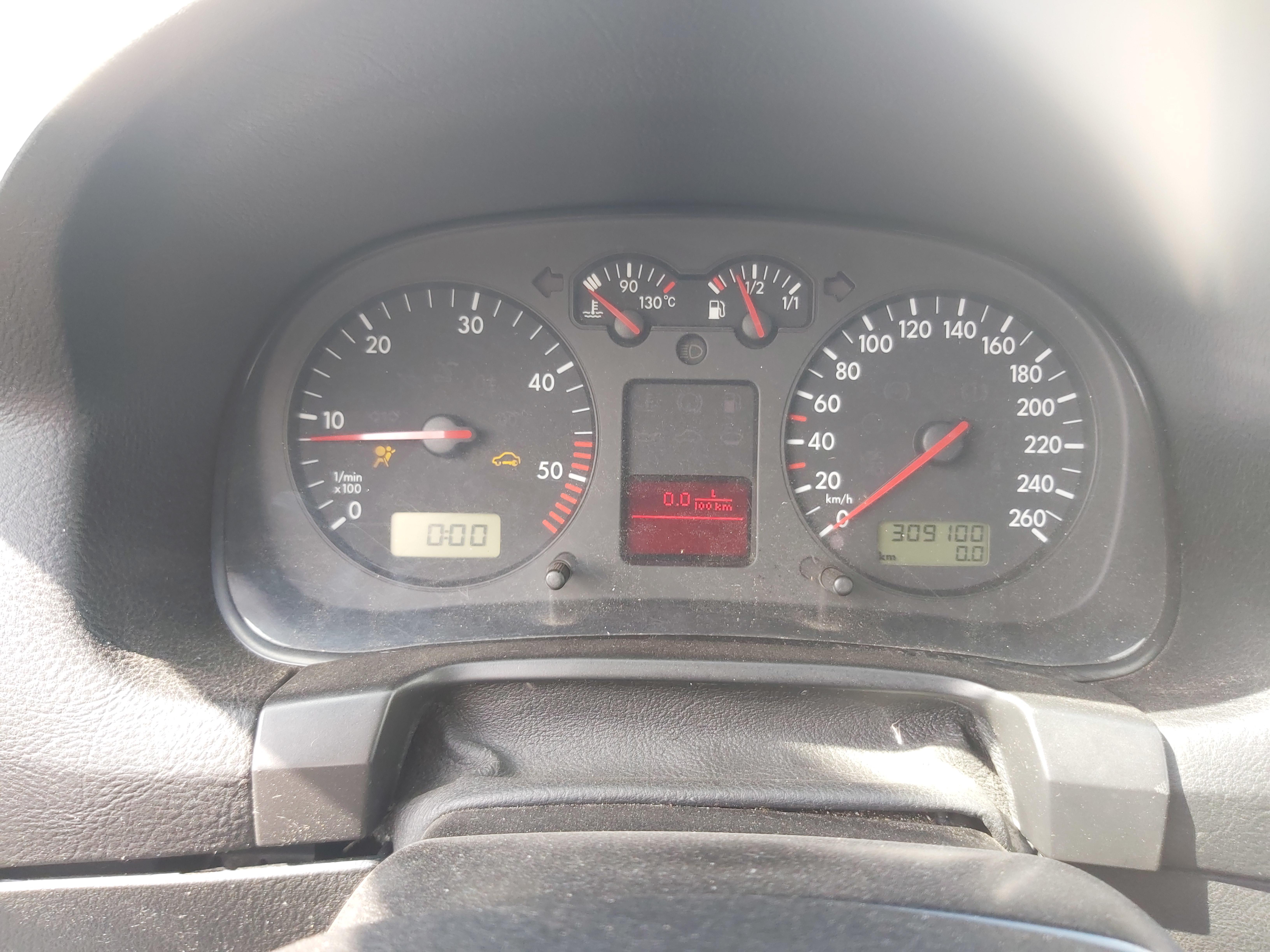 Подержанные Автозапчасти Volkswagen GOLF 1999 1.9 машиностроение хэтчбэк 2/3 d. Серый 2020-8-04