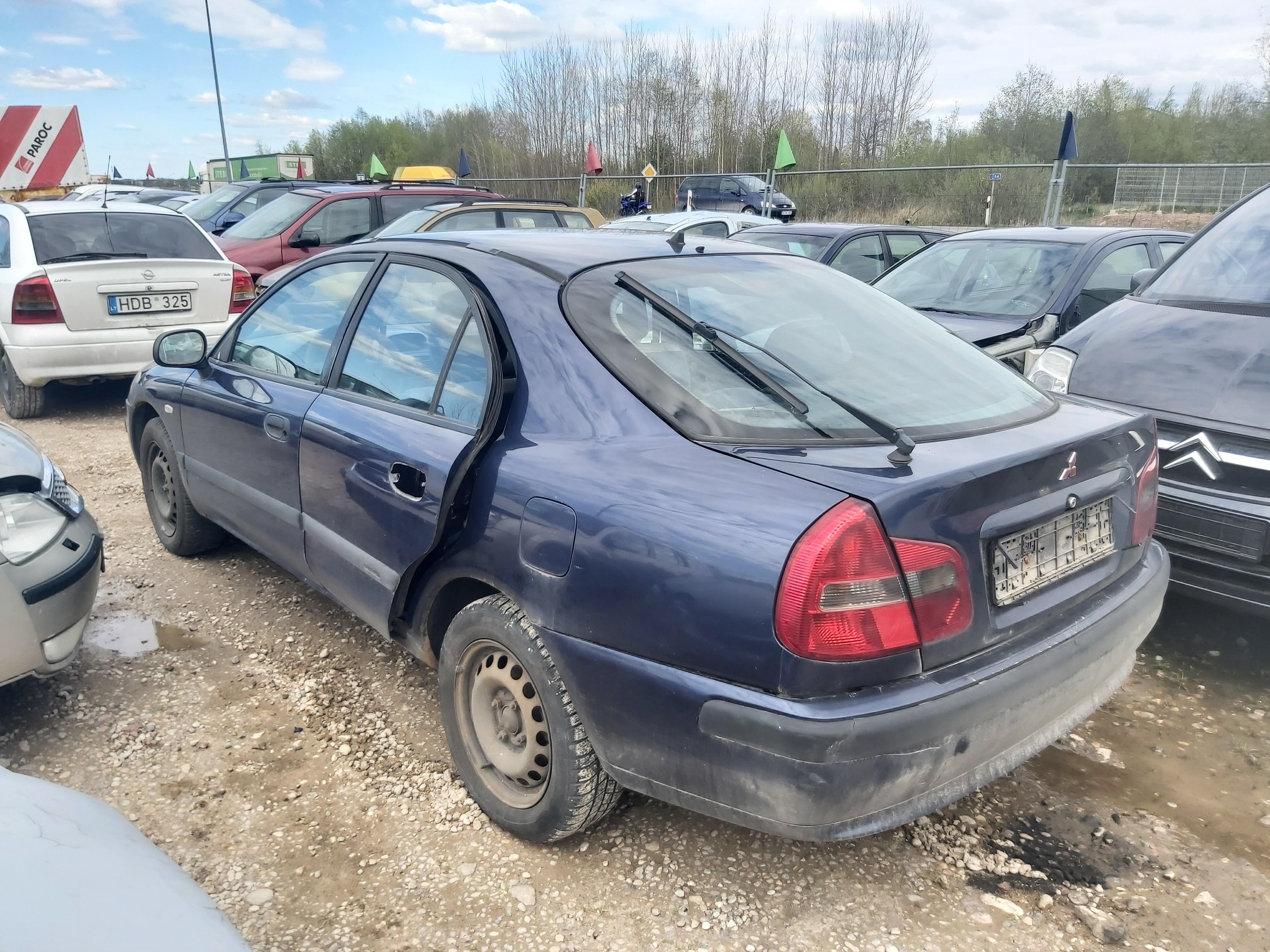Naudotos automobiliu dallys Foto 9 Mitsubishi CARISMA 2000 1.9 Mechaninė Hečbekas 4/5 d. Melyna 2020-5-06 A5261