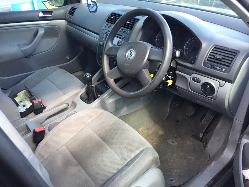 Naudotos automobilio dalys Volkswagen GOLF 2004 1.6 Mechaninė Hečbekas 4/5 d. Juoda 2018-5-24
