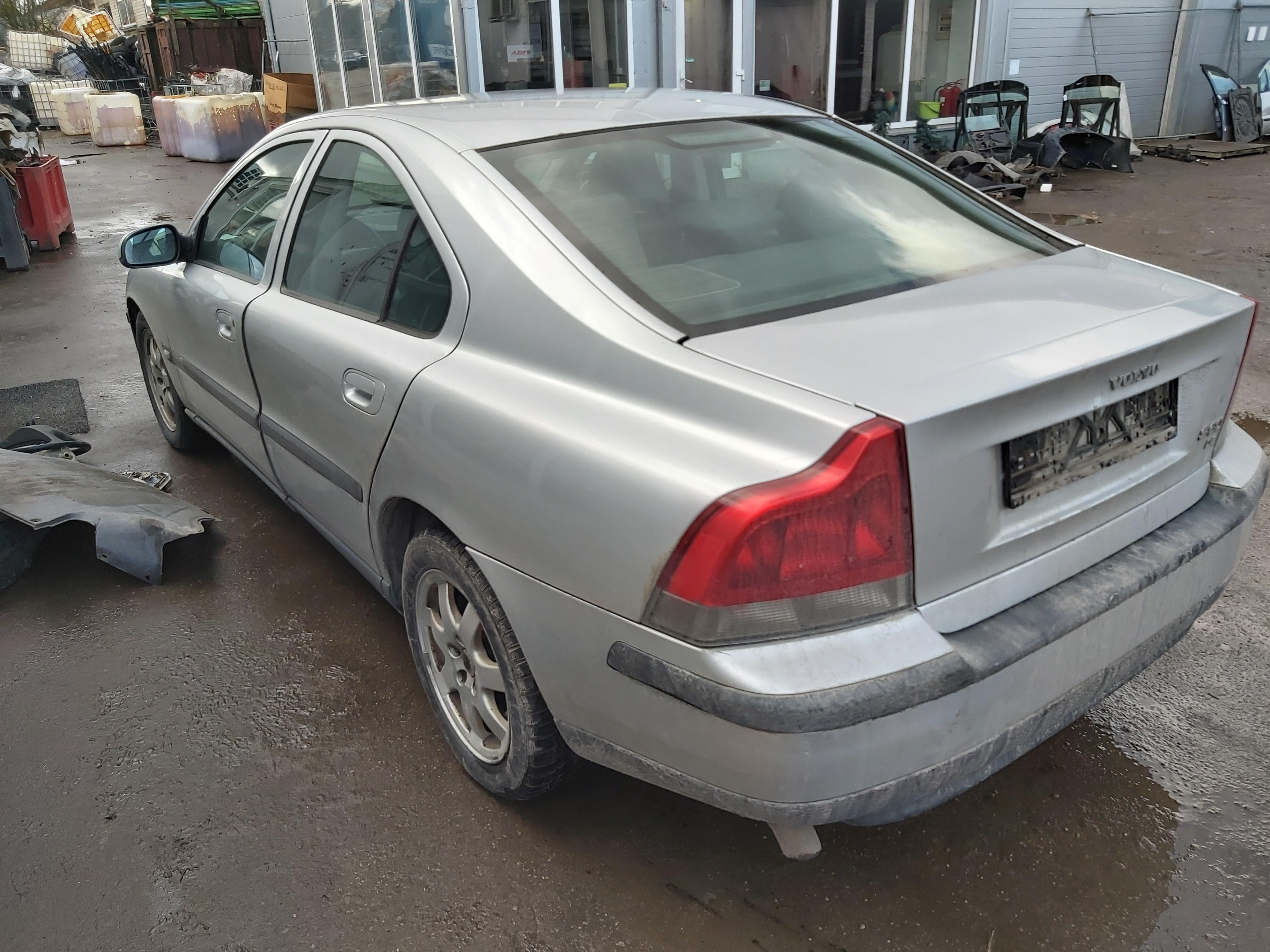 Naudotos automobiliu dallys Foto 7 Volvo S60 2002 2.4 Mechaninė Sedanas 4/5 d. Pilka 2020-2-06 A5060