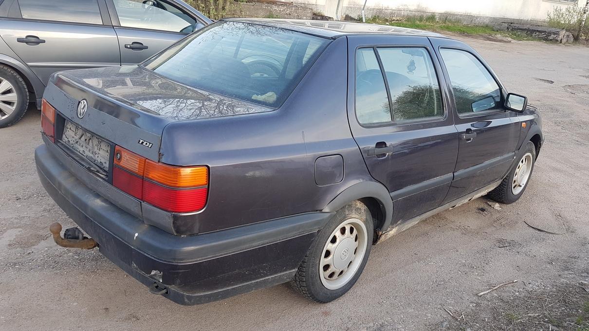Naudotos automobilio dalys Volkswagen VENTO 1993 1.9 Mechaninė Sedanas 4/5 d. Violetine 2017-5-18