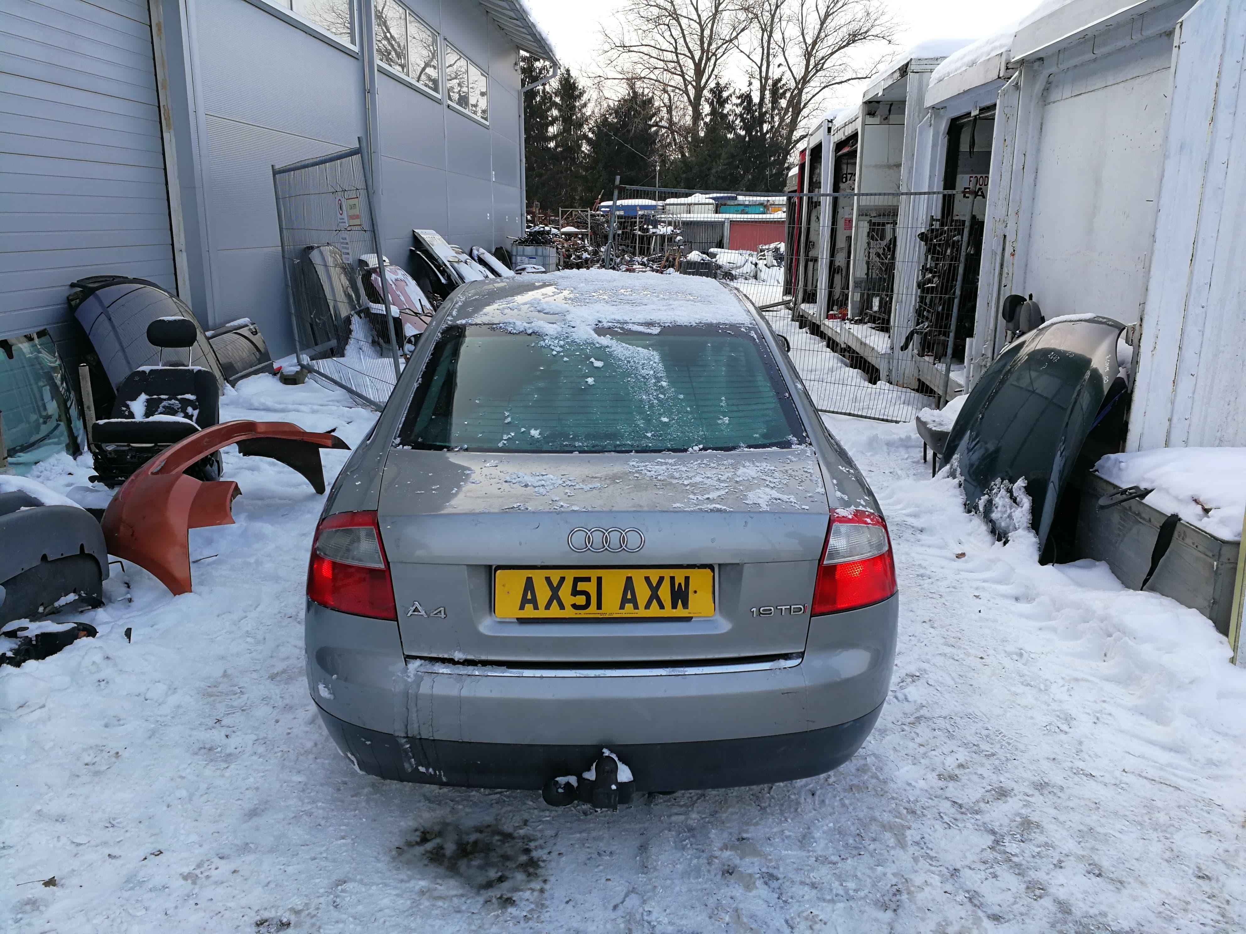Подержанные Автозапчасти Audi A4 2001 1.9 машиностроение седан 4/5 d. серебро 2018-3-02